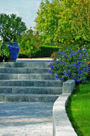 Bloc multi gris porphyre pour escalier béton