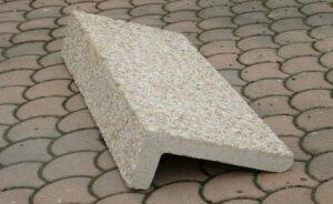 Marches avec angle en béton préfabriqué Alkern