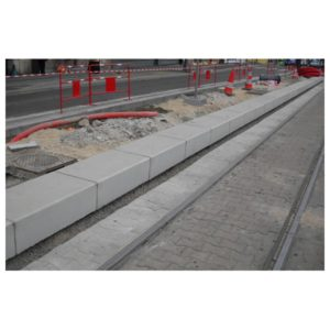 Bordure de quai de tram en béton Alkern