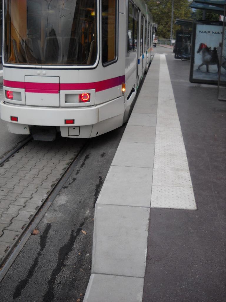 Bordure quai de tram accestram